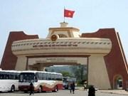 Delegación de donantes extranjeros visita a Quang Tri
