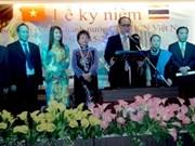 Celebran fiesta nacional en el exterior