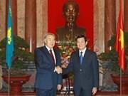 Dirigentes vietnamitas se reúnen con presidente kazajo
