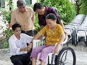 Entrega México sillas de ruedas a víctimas del Agente Naranja