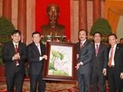 Presidente vietnamita recibe a jóvenes empresarios
