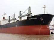 Sobreviviente de navío vietnamita llega a Singapur