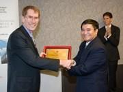 Honra Vietnam a profesor australiano