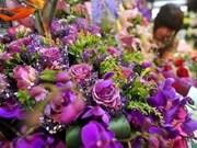 Florece mercado vietnamita de regalos en Día de los Enamorados