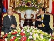 Premier vietnamita recibe a rey de Cambodia