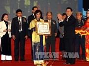 Vietnam condecora a destacados científicos