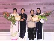 Entregan premio Kovalevskaia a científicas vietnamitas