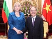 Presidenta parlamentaria búlgara de visita en Vietnam