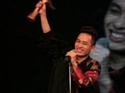 Cantante Tung Duong repite triunfo en los Premios Cong Hien