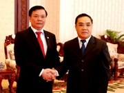 Reciben dirigentes laosianos a delegación de Vietnam