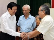 Dirigentes se entrevistan con votantes