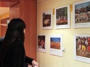 Presentan en Francia imágenes de festivales tradicionales vietnamitas