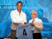 Arriba a Vietnam el capitán del club Manchester City
