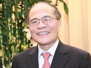 Presidente del Parlamento vietnamita visita Laos