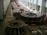 Instalan último generador en hidroeléctrica Son La