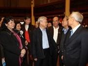 Secretario general del Partido Comunista dialoga con votantes