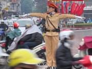 Más mujeres policías a controlar tráfico en Hanoi