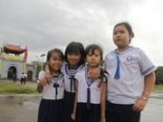 Destinan fondos millonarios para alumnos de Truong Sa