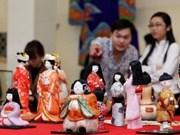 Presentan en Hanoi típico arte japonés de muñecos