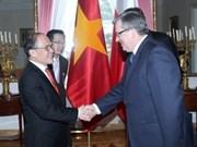 Vietnam atesora lazos con Polonia