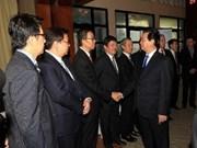 Premier vietnamita dialoga con empresarios singapurenses