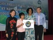 Discapacitada vietnamita recibe beca para sordos