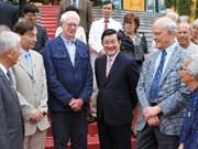 Presidente vietnamita recibe científicos internacionales