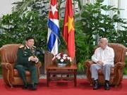 Vicepresidente cubano recibe a delegación militar de Vietnam