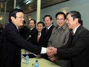 Presidente vietnamita felicita a familias de mártires