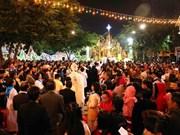 Vietnamitas reciben Navidad con alegría
