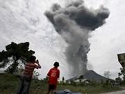 Actividad volcánica en monte indonesio Sinabung