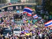 Premier tailandesa insta a ejército a mediar negociaciones