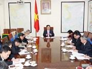 Primer ministro aborda política económica de Vietnam en 2014