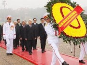 Dirigentes rinden homenaje al presidente Ho Chi Minh