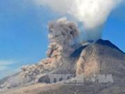 Evacuan a 200 mil residentes indonesios por erupción volcánica