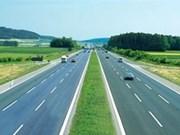 Vicepremier vietnamita examina proyecto de carretera nacional