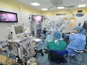 Aplica Vietnam robots en cirugía endoscópica