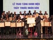Presidente vietnamita honra méritos de médicos nacionales