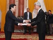 Presidente de Vietnam recibe nuevos embajadores