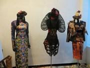 Exposición de trajes de corte real en Festival Hue