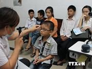 Uno de cada cuatro alumnos vietnamitas tiene defectos refractivos