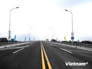 Inauguran puente más largo sobre río Rojo