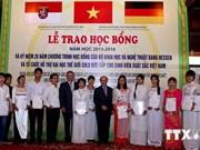 Entregan becas alemanas para estudiantes vietnamitas
