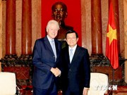 Presidente vietnamita se reúne con Bill Clinton