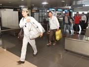 Regresan 626 trabajadores vietnamitas en Libia