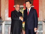 Presidentes vietnamita e indio siembran sagrado árbol de amistad