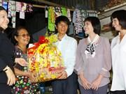 Conceden regalos de Tet a estudiantes pobres en Ciudad Ho Chi Minh