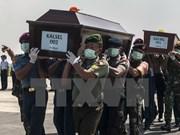Fuerzas de rescate encuentran más cadáveres del avión AirAsia