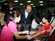 Jóvenes vietnamitas responden a campaña de donación de sangre