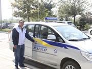 Tendrá Hanoi servicio de taxi para personas discapacitadas Un servicio de taxi para las personas con discapacidad, el primero de su tipo en el país, se iniciará el 1 de marzo próximo en Hanoi.  La empresa Thanh Cong Taxi, que operará ese servicio, dijo qu